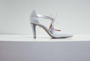 Schuhe mit X-Verschluss